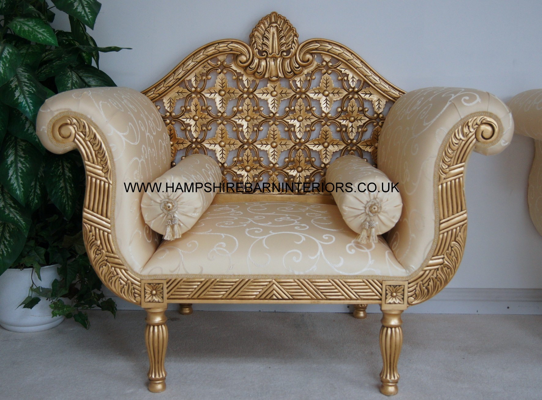 A A Royal Wedding Set Sofa Plus Two Chairs In Gloss