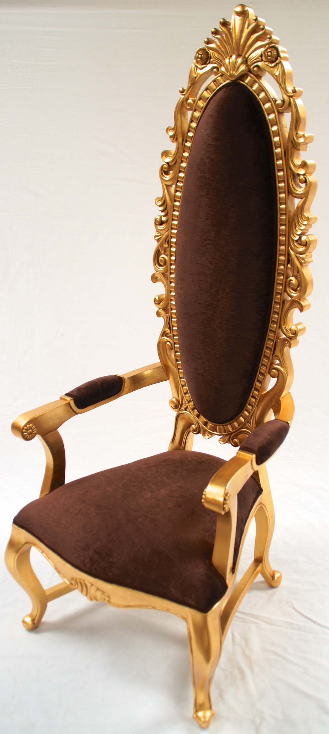 A Tall Elegant Milan Throne Hall Chair Feature Gold Leaf
