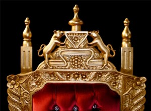 HUGE TUDOR THRONE CHAIR IN GOLD LEAF AND RED VELVET WITH CRYSTAL BUTTONS.5