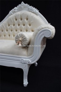 LARGE AMBERLEY WHITE CHAISE ORNATE CARVED FRENCH.2