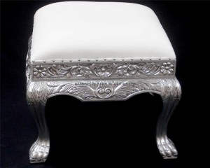 A LARGE ORNATE HEAVILY CARVED WEDDING STOOL IN SILVER LEAF AND SOFT WHITE FAUX LEATHER